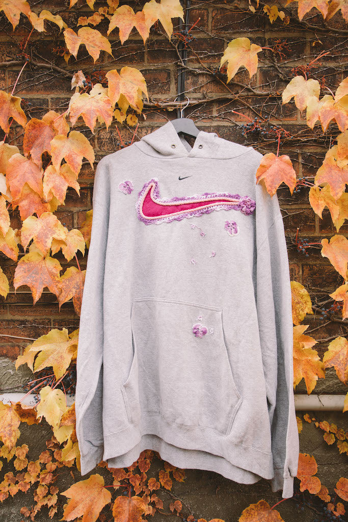 Mini Swoosh (Grey/Pink)
