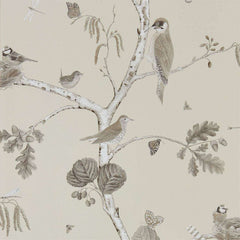 Woodland Chorus Sepia/Neutral behang Sanderson Selected wallpapers by OOSTENDORP