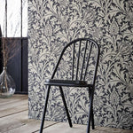 Pure Thistle behang Morris & Co Selected wallpapers by OOSTENDORP