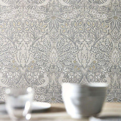 Pure Dove & Rose behang Morris & Co Selected wallpapers by OOSTENDORP