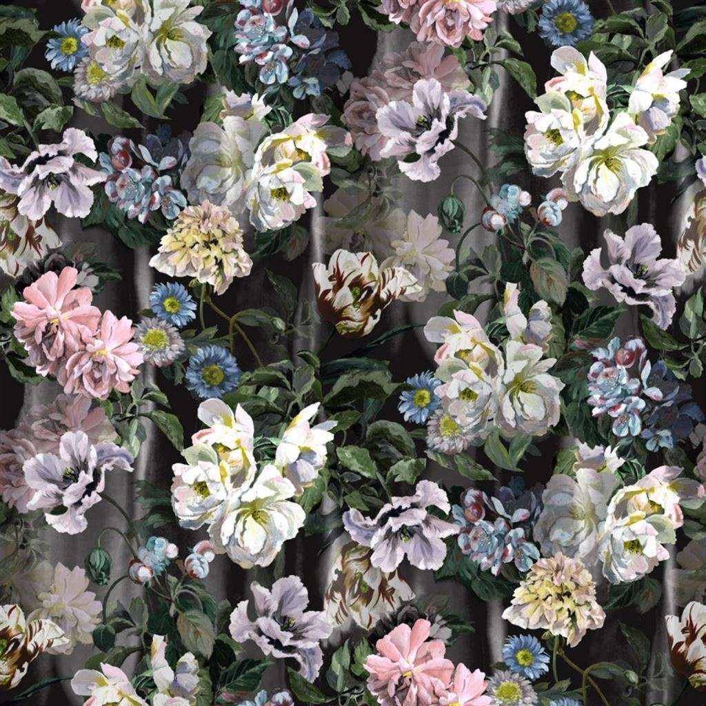 Delft Flower Grande Graphite behang Designers Guild Selected wallpapers by OOSTENDORP