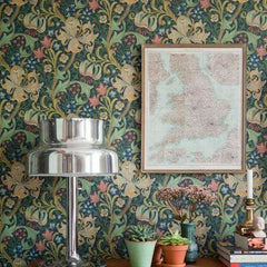 Golden Lily behang Morris & Co Selected wallpapers by OOSTENDORP