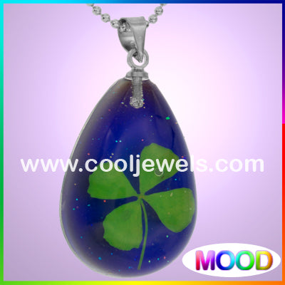 Resin Amber Mood Four Leaf Clover Necklaces