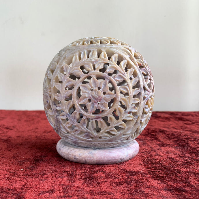 Marble Oval-Shaped Tea Light/Candle/Votive Holder/Oil Burner with Stand and Intricate Carved Foliage Mesh Work Pattern on All Sides