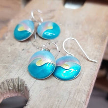 Load image into Gallery viewer, Wave Earrings