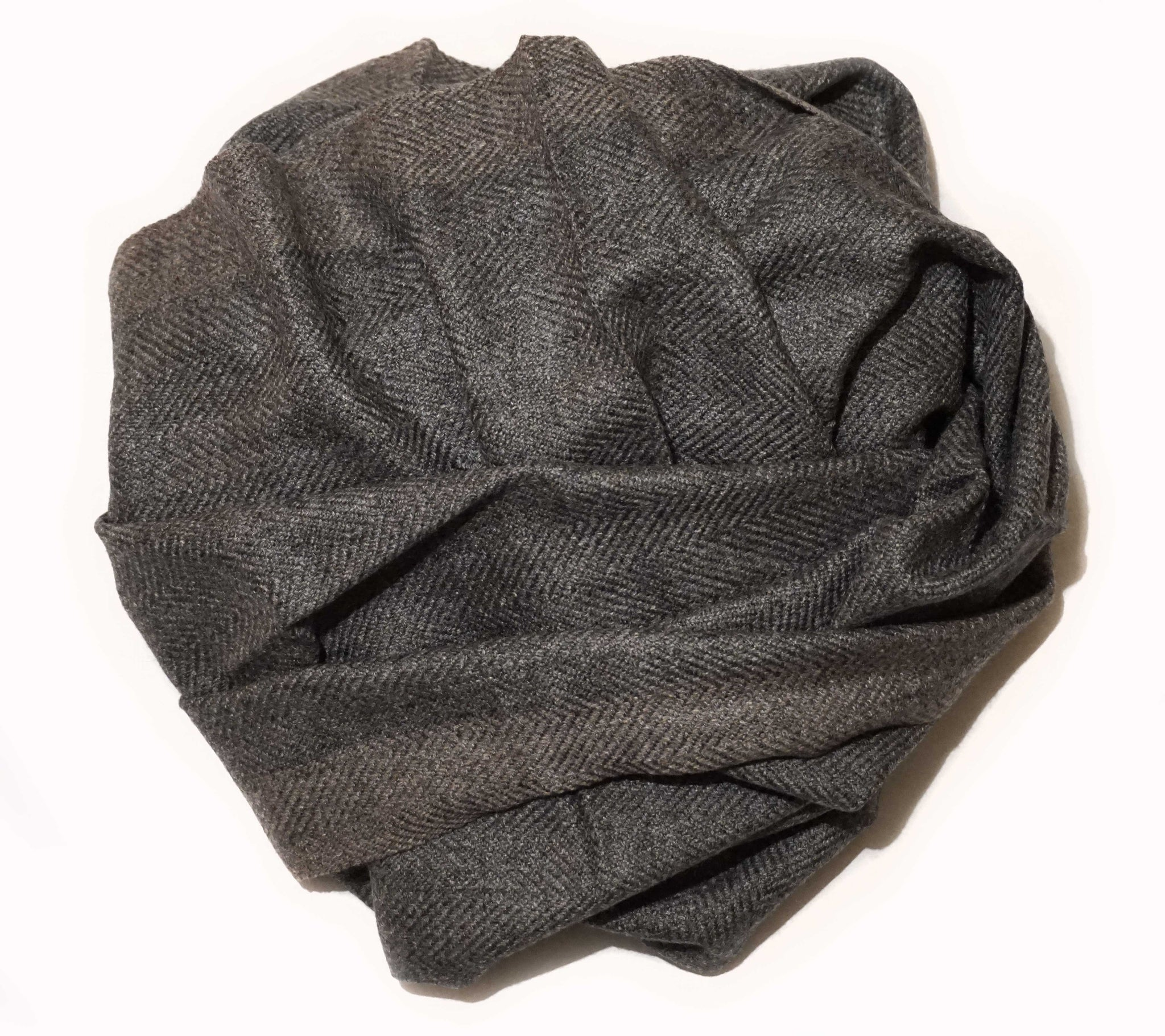 Thick cashmere scarf. Very soft woven chevron motif for an urban look - Marie-Pierre Rousseau