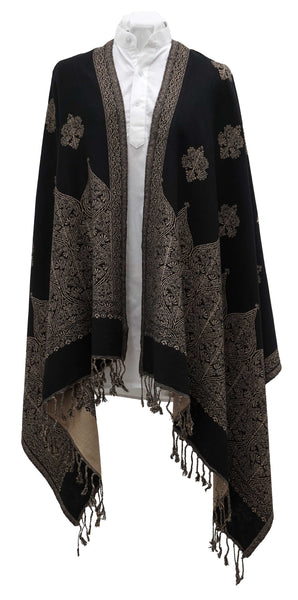 Reversible shawl for everyday wear. White and black comfortable and soft wardrobe staple - Marie-Pierre Rousseau