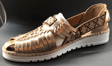 Load image into Gallery viewer, Womens Leather Artesanian Sandals. Huarache, Mexican Shoes