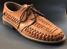 Load image into Gallery viewer, Mens Leather Mexican Shoes. Zapatos de Hombre, Tan Color