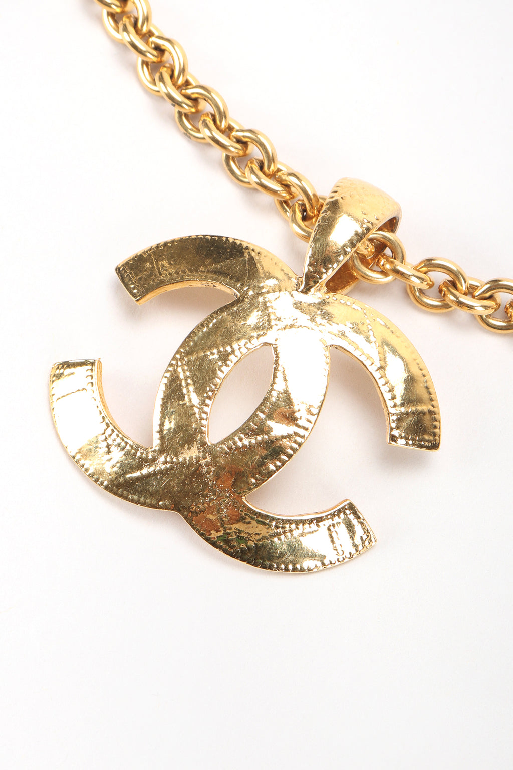 Recess Designer Consignment Vintage Jewelry Chanel Quilted Interlocking CC Logo Pendant Necklace Los Angeles Resale
