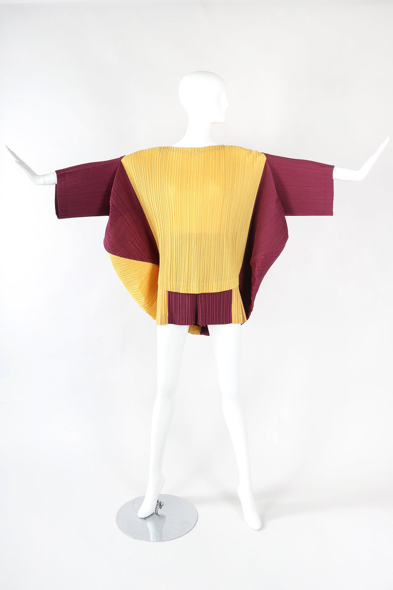 Recess Designer Consignment Vintage Issey Miyake S/S 1990 Pleated Circle Top & Short Set Manus x Machina Energieen Stedelijk Amsterdam Resale Los Angeles