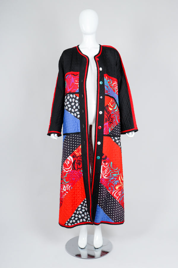 Recess Vintage Jeanne Marc Multicolor Quilted Patchwork Duster Coat on Mannequin, unbuttoned