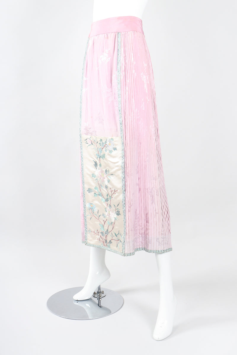 Recess Los Angeles Designer Consignment Vintage 1940s Chinese Su Embroidery Panel Pleat Skirt