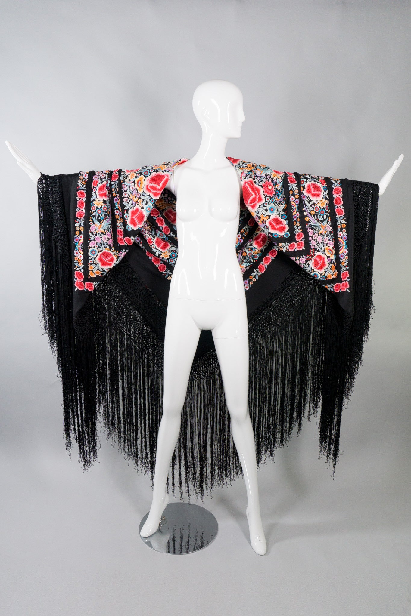 Blooming Embroidery Vintage Piano Shawl