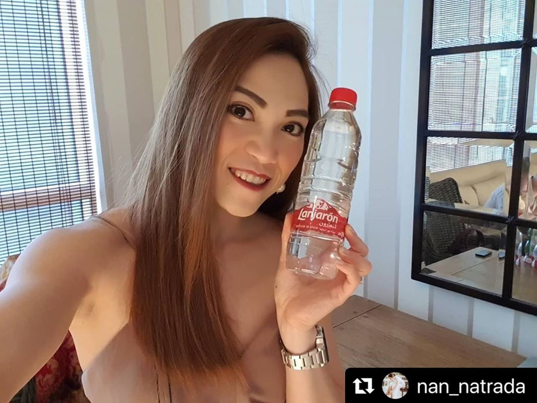 """ If you want to look young like me, drink Lanjarón water 😉 "" #41yearsold #puremineralwater #feelthepurity ・・・ #Repost @nan_natrada"