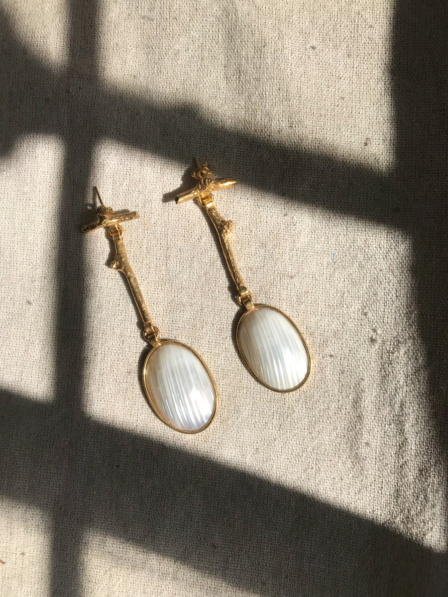 Gold natural branch earrings, natural abalone. Recycled bronze and 22 karat gold. Sustainable organic jewelry handmade in Mexico City.
