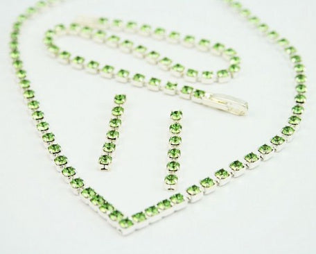 Peridot Diamante 'V' Necklace Set
