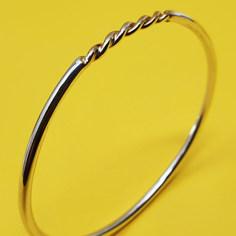 Round Charm Bangle Twisted Insert