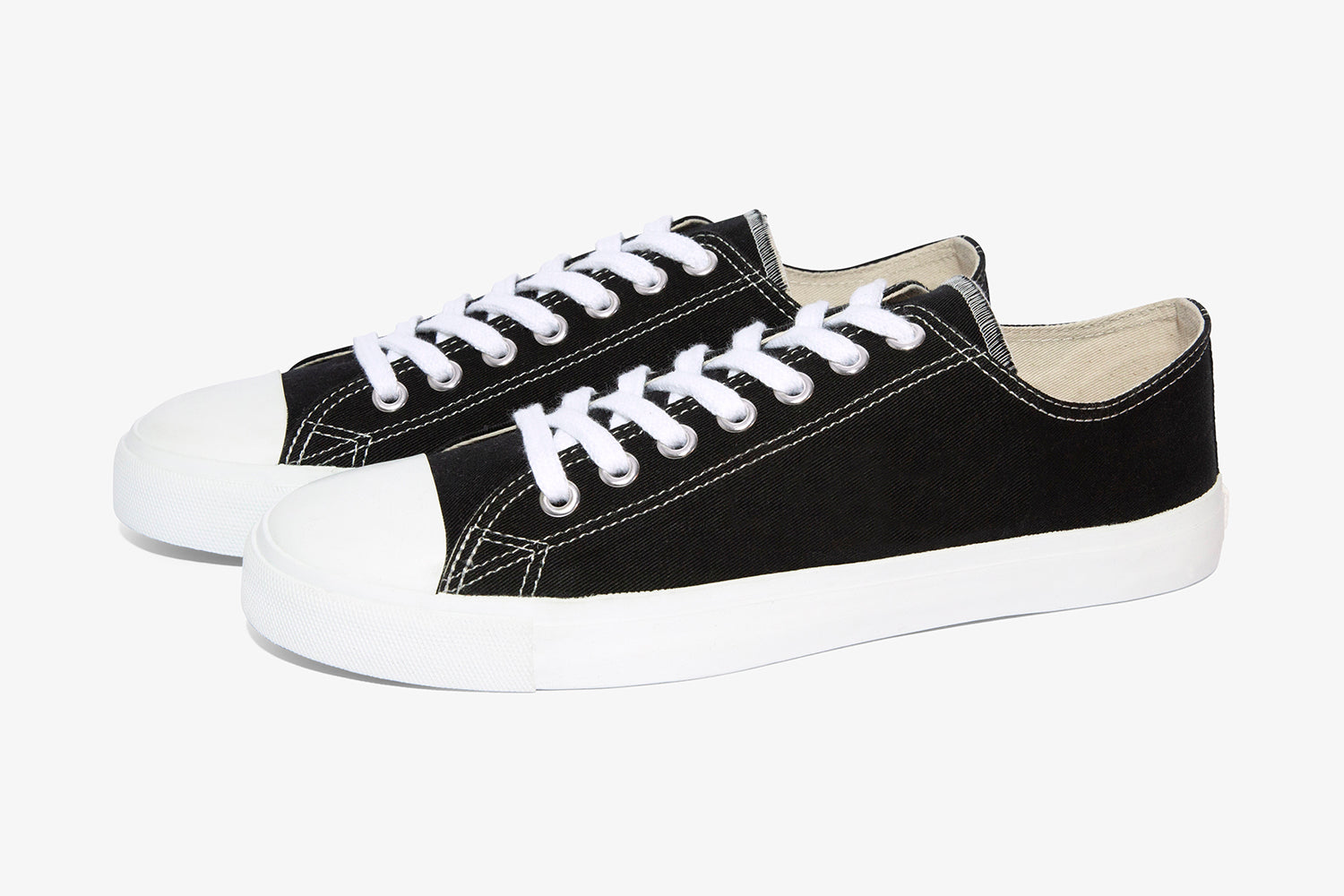 Black Low top canvas sneaker
