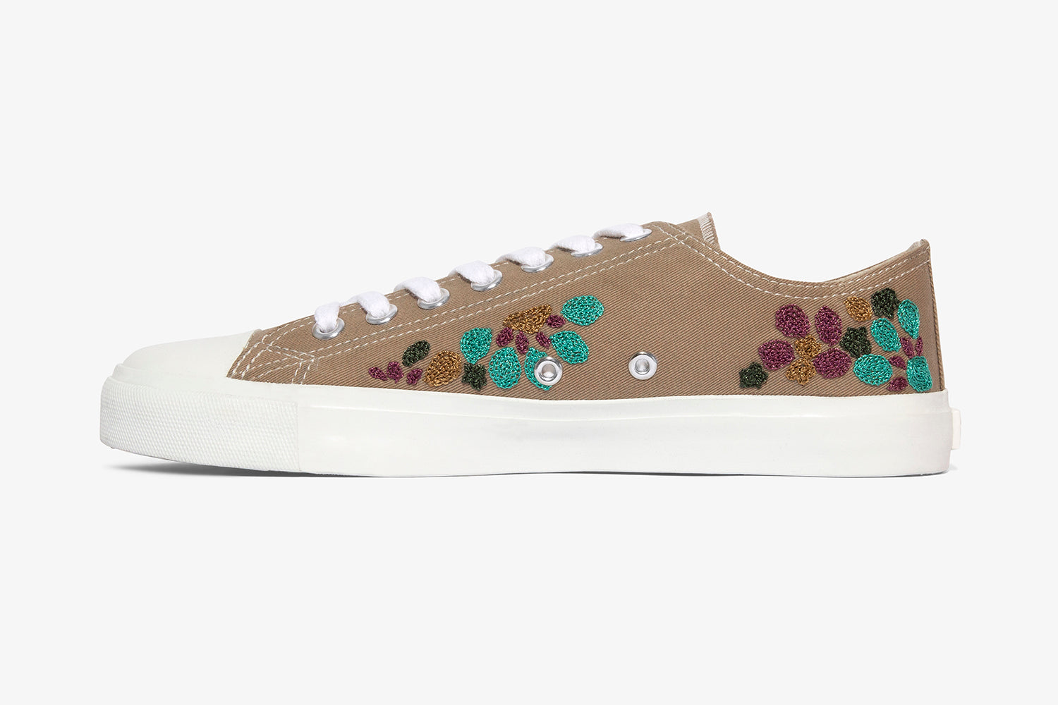 Vegan sneakers hand embroidered on canvas upper