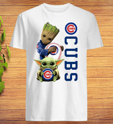 Baby Groot And Baby Yoda Hug Chicago CUBS T-Shirt