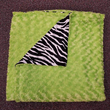 Load image into Gallery viewer, Plush Blankets w/ Black and White Zebra Fleece