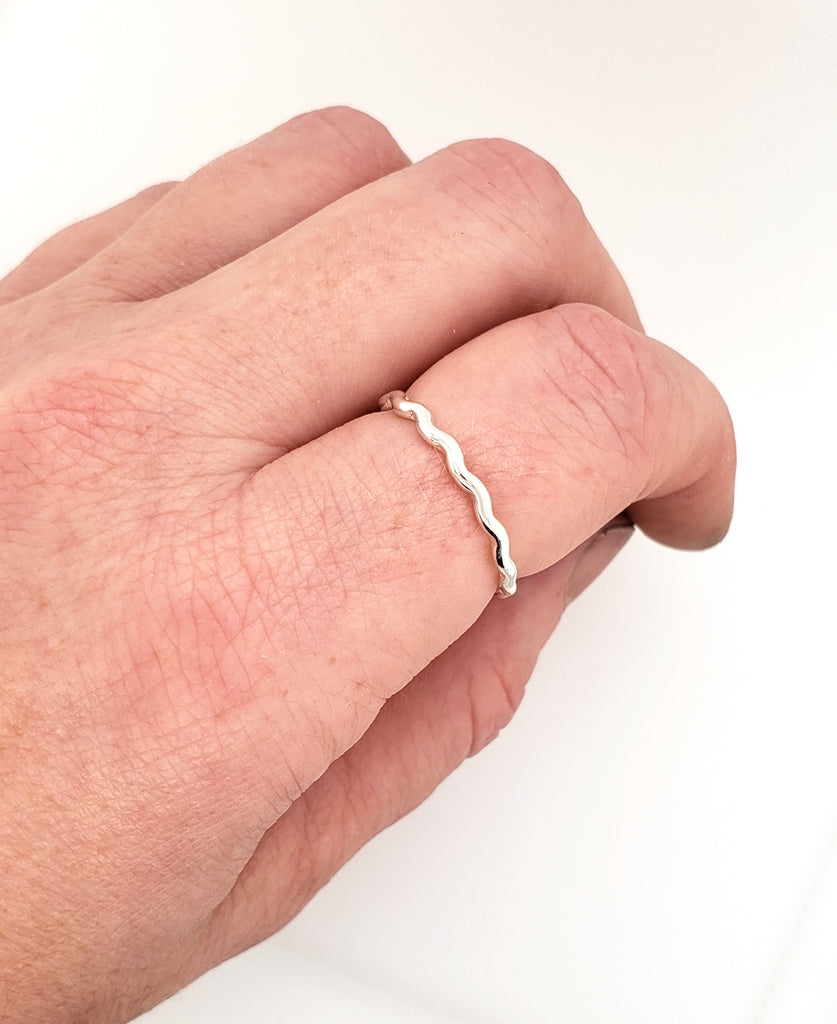 small thin ring with waves