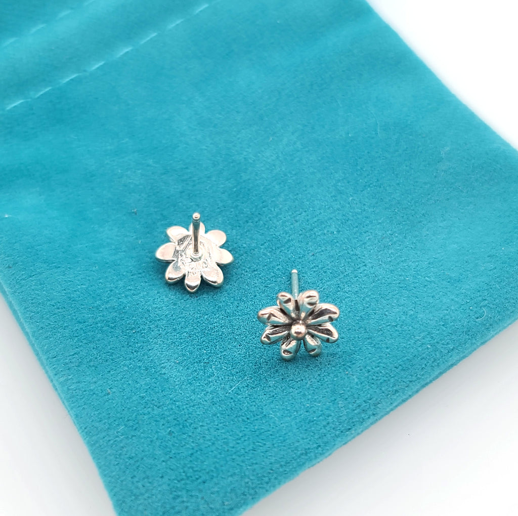 small daisy flower earrings with posts