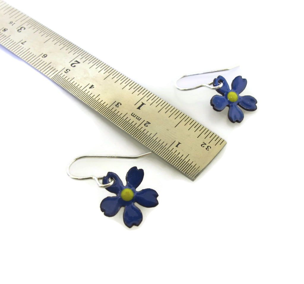 small dainty flower dangles