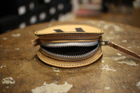 "BO'S GLAD RAGS / SUNKEN R ROUND CHANGE PURSE ROUNDHOUSE TWO-TONE (PB19-01,NATURAL × BLACK ""R"")"