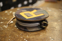 "BO'S GLAD RAGS / SUNKEN R ROUND CHANGE PURSE ROUNDHOUSE TWO-TONE LTD (PB19-01,BLACK CAMO × NATURAL ""R"")"