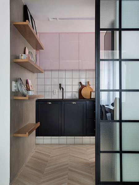 High-Gloss Kitchen Cabinets May Be the Key to Brightening a Tiny Room