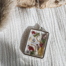 Load image into Gallery viewer, Floral confetti necklace