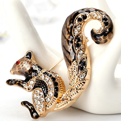 Sitting Squirrel goldtone pin brooch with crystal rhinestones