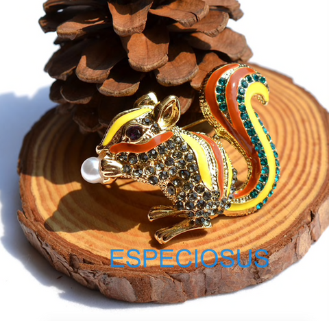 Especiosus Fiesta Squirrel pin brooch