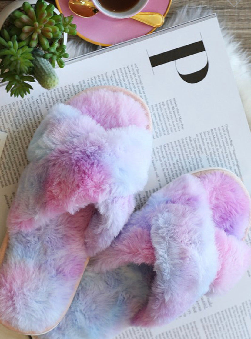 UNICORN KISSES FUZZY SLIPPERS