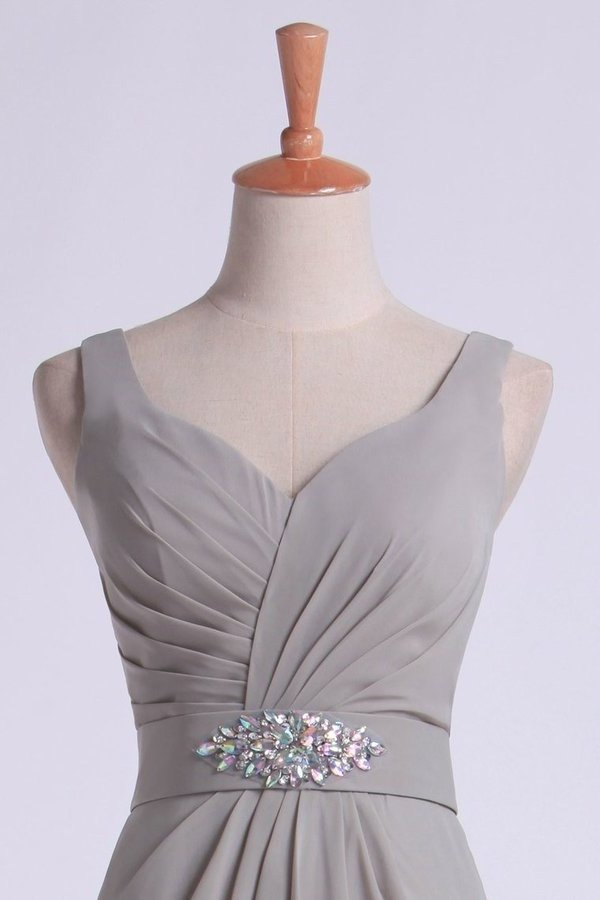 2020 Bridesmaid Dresses V Neck Princess Short/Mini With Ruffles And Beads PNFDZJ6Z