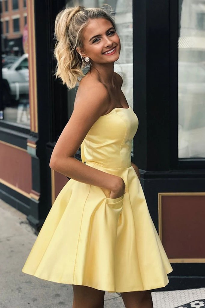 Yellow Satin Strapless Short Prom Dresses with Pockets Simple Homecoming Dresses