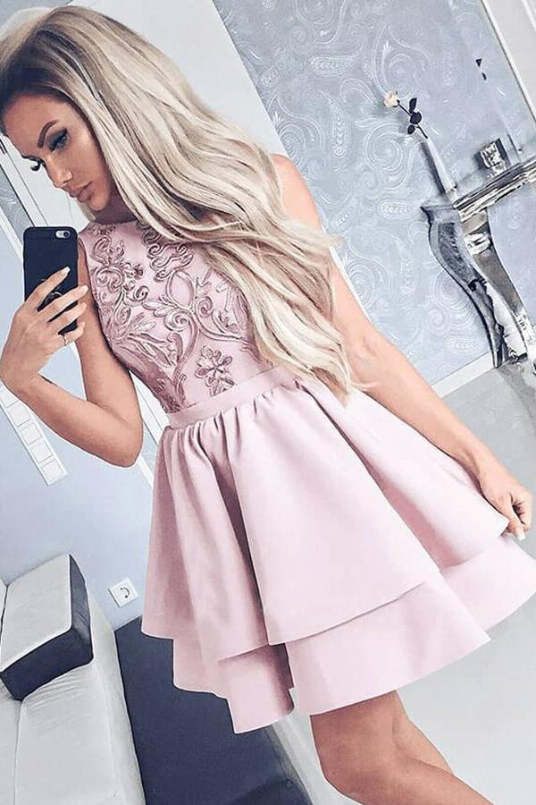 Pretty Bateau Short Blush Pink Scoop Satin Lace Appliques Homecoming Dresses