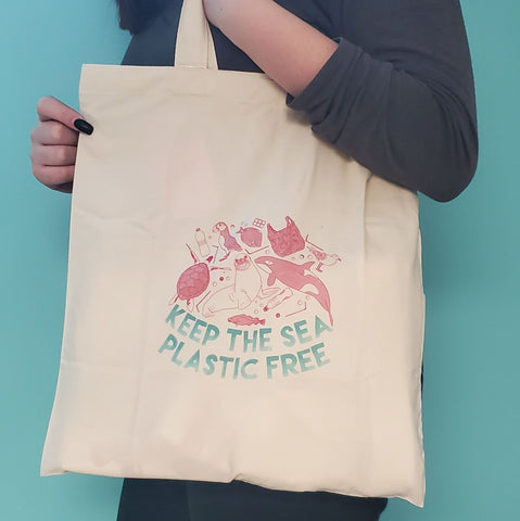 keep the sea plastic free daily tote bag