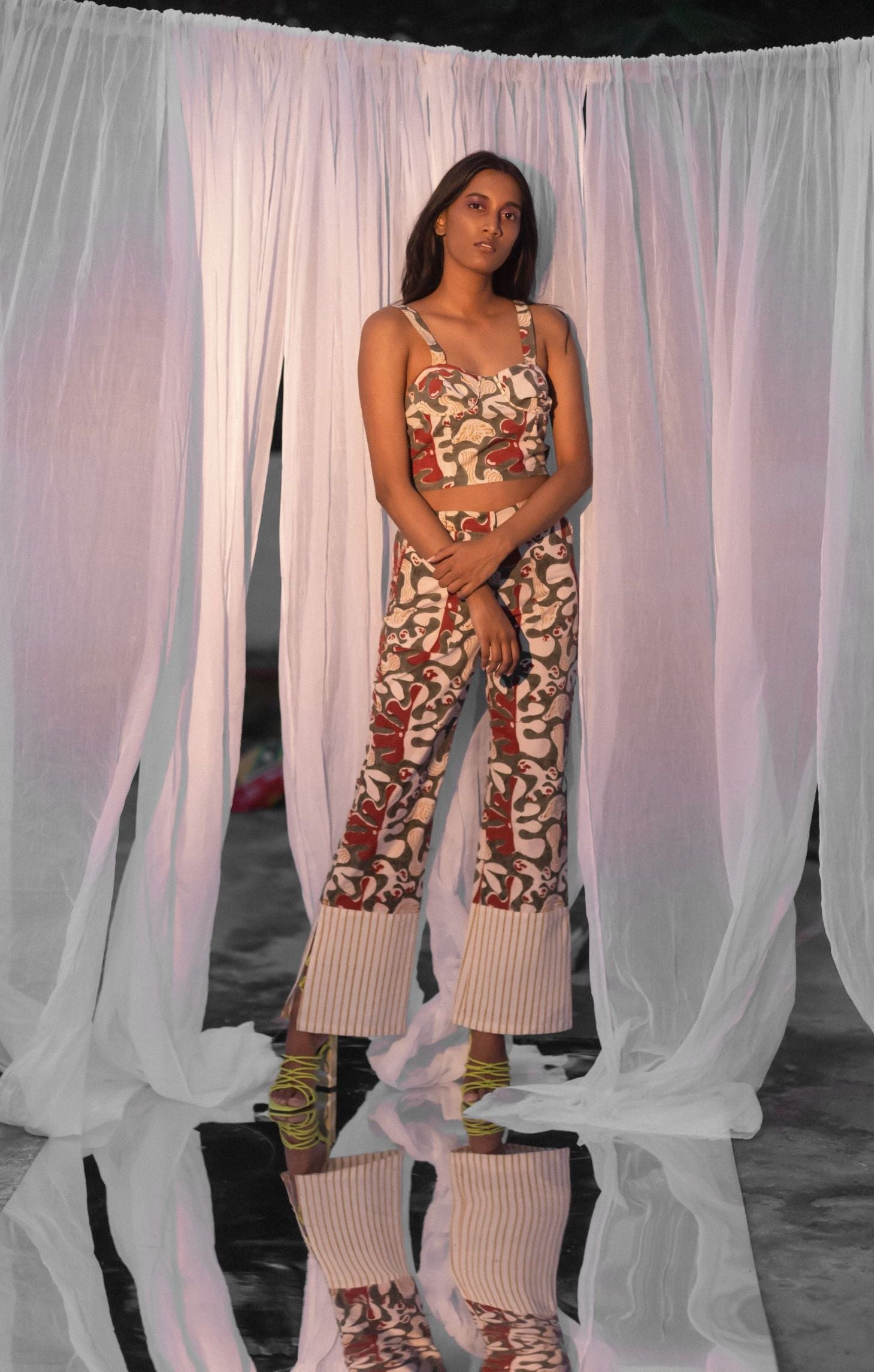 Double Printed Wide-legged Trousers with Back Pockets and Slits