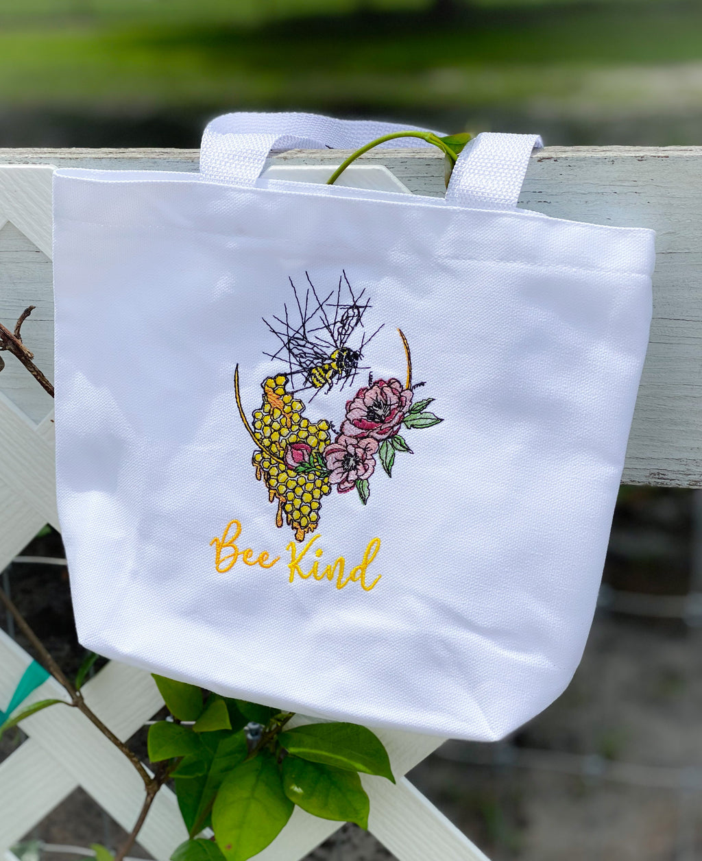 Bee Kind Honey Bee Wreath Sketch Embroidery Design - Sew What Embroidery Designs
