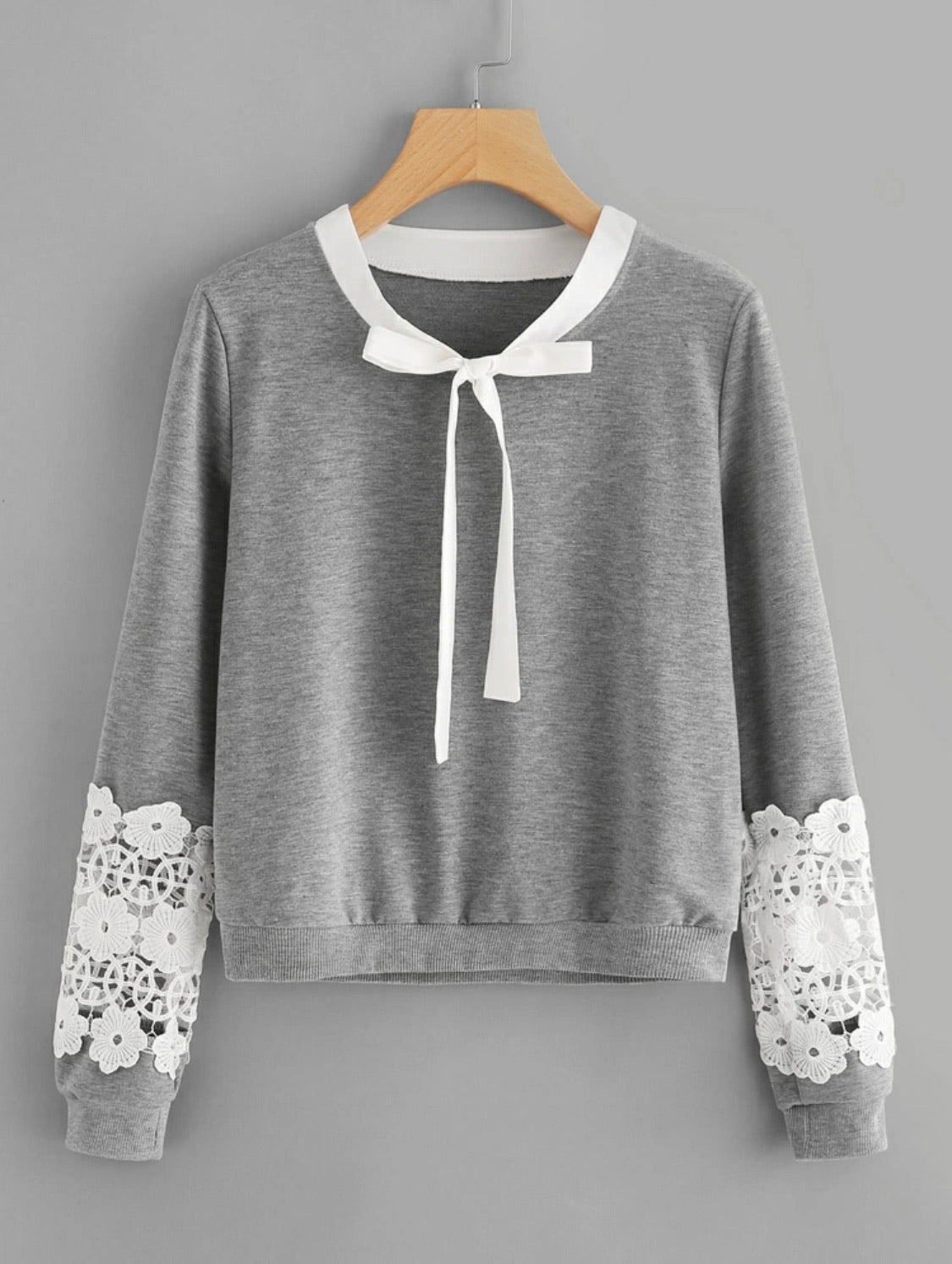 Contrast crochet bow tie sweatshirt - Shop Station EG
