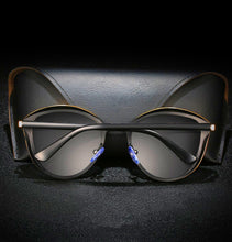 Load image into Gallery viewer, Bruno Dunn | New Generation Cat Eye Sunglasses | Black - Tienda Coconut