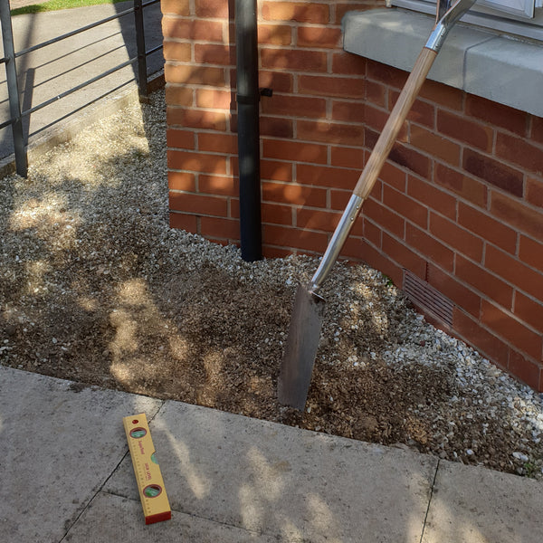gravel to lay a paving slab stone in for a water butt