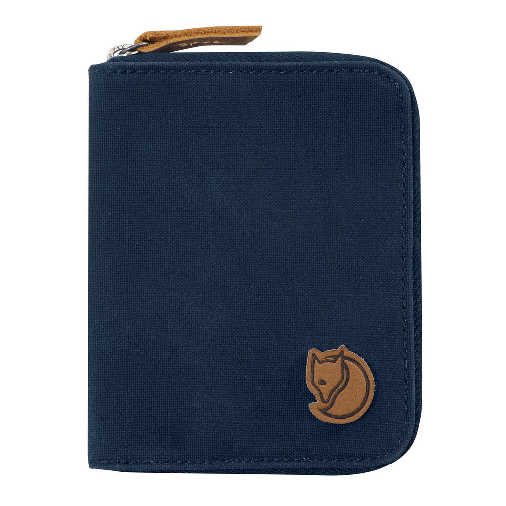 All-rounder unisex wallet from contemporary legends Fjällräven in G-1000 HeavyDuty that securely protects contents and lasts a lifetime of constant use.