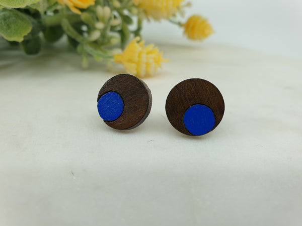Little wooden round studs
