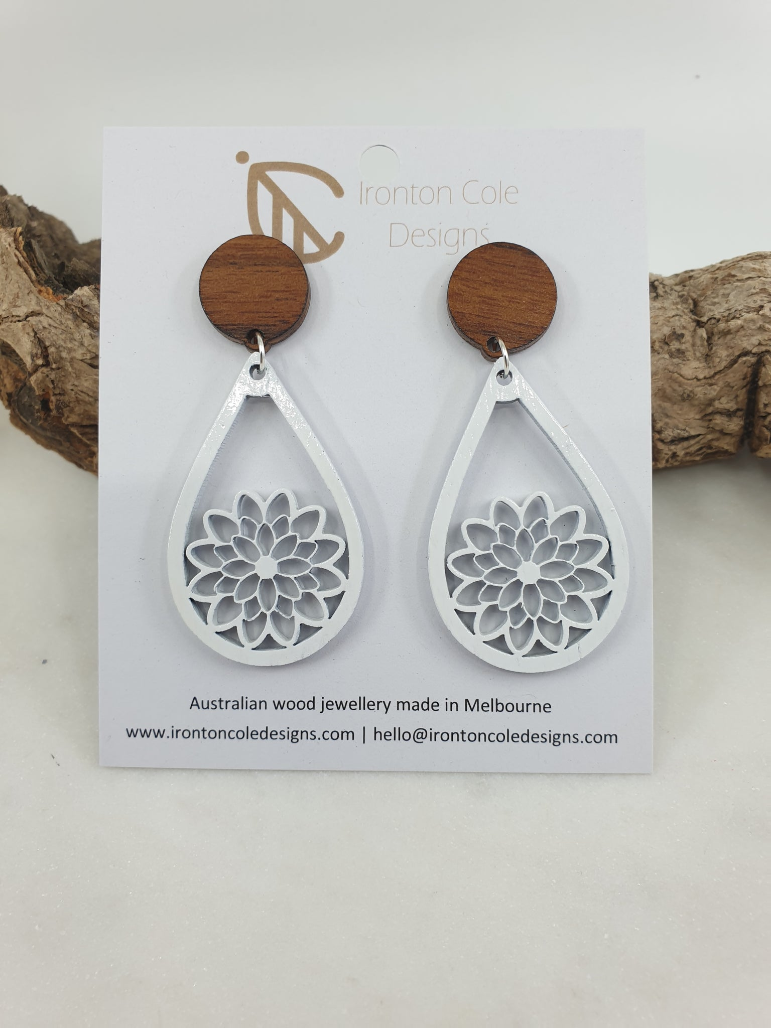 Wooden white daisy earrings