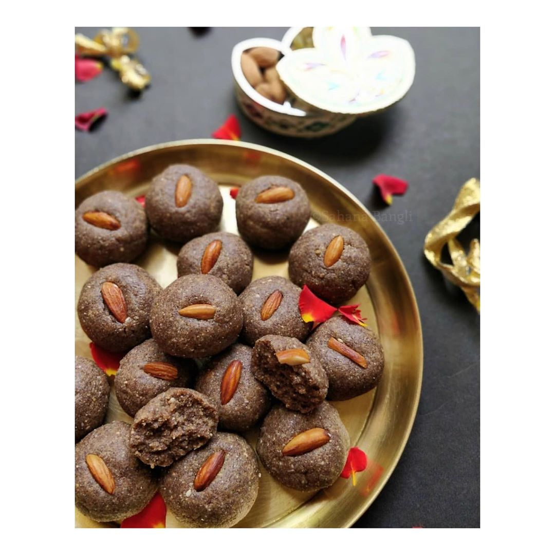 Vegan Ragi Khajoor ladoo/laddu  | Energy Balls | Purely Homemade | Low Fat healthy & delicious - No added preservatives - 100% Organic