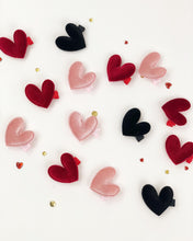 Load image into Gallery viewer, Mini velvet heart clips